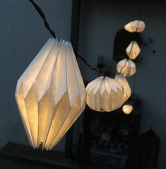 10er OUTDOOR LED Lichterkette mit handgefertigten Lampenschirmen aus Tyvek Handicraft, Light Colors, Bulb, Shapes, Outdoor, Pure Products, Origami Shapes, Garlands, Dekoration