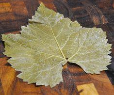 Charutinho de uva , Apalavra em árabe, YABRAK significa folha. Yabrak também é usado para se referir ao charuto feito de folhas de uva, recheado