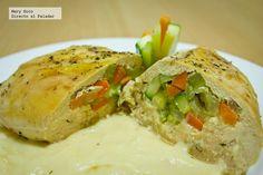 Pechugas de pollo rellenas de verduras en salsa suprema.
