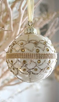 Holiday Decor from @bluegraygal featuring our Gold Ornament Collection...