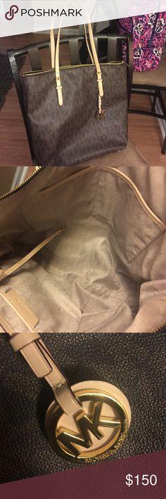 💯 Authentic Michael Kors Tote..great condition. 💯 Authentic Michael Kors Tote..great condition. Large tote bag. Michael Kors Bags