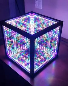 Leave a comment for this mesmerizing led cube. 🏪🔥We post most spectacula. Infinity Table, Infinity Lights, Infinity Mirror, Mirror Box, Diy Mirror, Cool Lighting, Lighting Design, Mirror Inspiration, Wooden Lamp