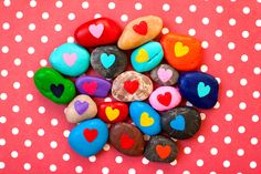 LOVE this V-Day craft. Panted rocks with hearts on them. Too cute!
