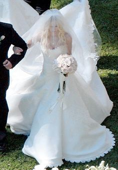 I love this dress!   Avril Lavigne in Vera Wang