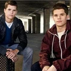 Charles et Max Carver sont acteurs notamment dans Teen Wolf ou Desperate Housewives.