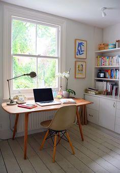 Hannah Hart Beat: Girl crush: Courtney Adamo  I covet this office.