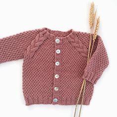 a5d7caa8 Barnejakke med fletter ☘ Baby Knitting Patterns, Knitting For Kids, Crochet  Quilt,