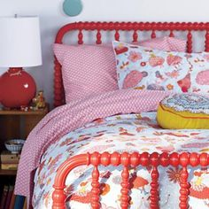 Cheerful colors... and love the bed.