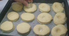 Šišky do rúry bez oleja - Receptik.sk Doughnut, Desserts, Food, Tailgate Desserts, Deserts, Essen, Postres, Meals, Dessert