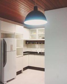 ▶Luminária ok, dia de organizar as louças nos armários ◀ #design1982 #design #instadecor #instahome #decor #decoracao #organização #luminaria #iluminacaodecorativa #kitchen #moveisplanejados #homesweethome