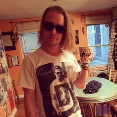 Macaulay Culkin wearing a T-shirt of Ryan Gosling wearing a T-shirt of Macaulay Culkin.