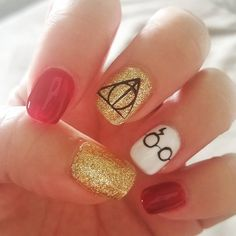 My hubs and girlfriends are throwing me a Harry Potter themed birthday party tonight, so.HP nails it is! Harry Potter Nails Designs, Harry Potter Nail Art, Theme Harry Potter, Get Nails, Hair And Nails, Harry Pitter, Animal Nail Art, Nail Art For Beginners, Nail Art Blog