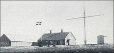 Faresignalstationen i Hirtshals var omkring 1900 placeret lige vest for P. Rimmens bolig, der var beliggende, nogenlunde hvor det nuværende Jyllandsgade 5 er opført. Råen vendte Øst/vest. Når der blev hejst én ballon, hejstes den op til mastens top. Én hejst ballon betød, at »søen voksede« og at bådene burde komme i land. Skulle der to balloner op, hejstes den ene i mastetoppen samt en i vestre eller Østre ende af råen. ,