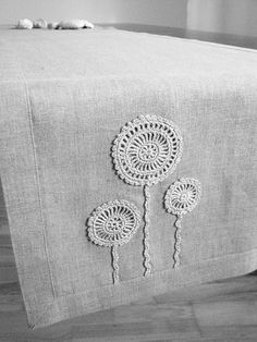 Natural linen table runner decorated with .- Natural linen table runner decorated with handmade flowers motifs- unbleached- natural gray linen color Natural linen table runner decorated with handmade Crochet Projects, Sewing Projects, Modern Table Runners, Lino Natural, Crochet Table Runner, Crochet Home, Handmade Home, Handmade Flowers, Crochet Doilies