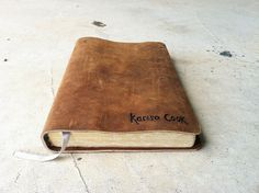 leather bound books <3