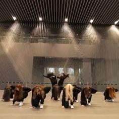 Hip Hop Dance Videos, Dance Music Videos, Dance Choreography Videos, Death Note Cosplay, Dancer Workout, Cool Dance Moves, Dance Kpop, Selca, Chuu Loona
