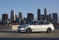 Was für eine Augenweide! Der BMW 3er GT feiert auf dem internationalen Automobil-Salon in Genf (5. - 17.3.2013) Weltpremiere. Beim GT handelt es sich um ein komplett eigenständiges Konzept innerhalb der Baureihe.Die dritte Karosserievariante der Modellfamilie bietet ein komfortables Reise- und Geschäftsfahrzeug. Mehr Platz als die Limousine und die Funktinalität des Tourin. Vorhang auf!