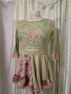 Upcycled Pastell Shirt weiche blumige Farben von TatteredDelicates