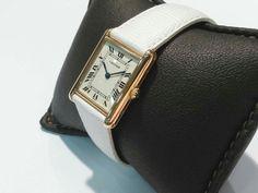 Cartier 18 Ayar altın bayan kol Saati Kasa ve kordon tokası 18 Ayar altın Kordon yeni takılmıştır. Kutusu ve garanti belgesi yoktur. Fiyat:1450 $  Not:Saat Alışveriş Sayfamız Orjinal ürünlerden oluşmaktadır.  #cariter #cartierwatch #cartiergold #watch #wirstwatch