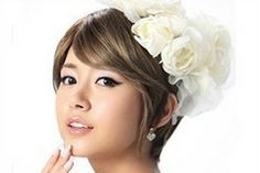 Finding the right hair performance beautiful flowers hair pins hair fascinator elegance hot design short-hair bride wedding you need? greenlily provides gorgeous and useful hair barrettes for wedding, barrette hair and hair pin barrette here in our shop. Korean Short Hair, Short Hair Cuts, Fascinator Hairstyles, Bride Hairstyles, Bridal Makeup, Bridal Hair, Wedding Makeup, Short Haircut Styles, Short Wedding Hair