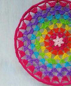 Crochet Round, Cute Crochet, Crochet Crafts, Crochet Projects, Knit Crochet, Owl Crochet Patterns, Crochet Mandala Pattern, Crochet Designs, Crochet Mandela