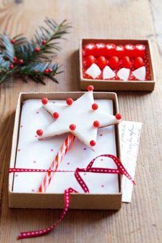 Une baguette magique en forme d'étoile réalisée avec des bonbons // Christmas wand like a star made with sweets
