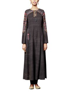 A stylish malkha cotton kurta with elegant dori and tikki embroidery. To add a little spunk to the look, pair with contrasting sharara pants.