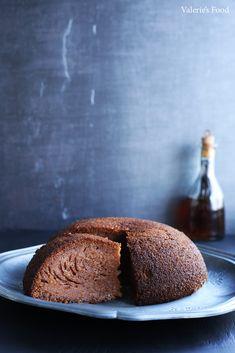 Baba neagră este un chec pufos, poros, elastic și gustos ce vine de la Nordul Moldovei. Conține ingrediente simple însă nu mi-a ieșit de câteva ori. Trebuie să cunoașteți tehnica pregătirii lui, pentru că dacă deschideți mai înainte cuptorul, checul se desumflă și se primește cleios. Însă rezultatul merită efortul, … Muffin, Bread, Breakfast, Recipes, Morning Coffee, Brot, Recipies, Muffins, Baking