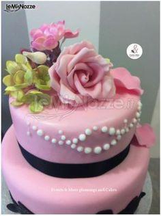 http://www.lemienozze.it/operatori-matrimonio/catering_e_torte_nuziali/cake-design-roma/media/foto/12 Torta nuziale nei colori pastello con rose di zucchero.
