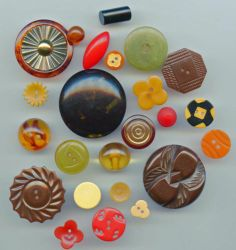SOLD: 24 bakelite vintage buttons lot 4