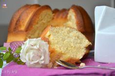 Ciambella al latte, una ricetta semplice per una colazione leggera, senza burro né olio, dal gusto delicato e molto soffice.