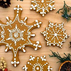 Get in the holiday spirit by whipping up a batch of these pretty snowflake cookies. These recipes include a variety of different flavors including chocolate, gingerbread, and eggnog, and taste just. Christmas Gingerbread, Noel Christmas, Christmas Goodies, Christmas Treats, Christmas Baking, Winter Christmas, Holiday Baking, Gingerbread Castle, German Christmas Cookies