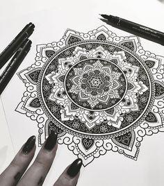 Asmahan A. Mosleh в Instagram: «My girl @chanellchanelle always killing it with the #mandala work. #mandalas #art »