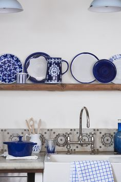 kitchen shelf//