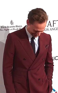 Tom Hiddleston on the red carpet of BAFTA LA Tea Party on Jan 7, 2017. Video: https://www.youtube.com/watch?v=ols3bDpGW1o