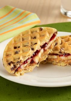 Peanut Butter and Jelly Waffle Sandwiches are a special twist on the favorite PB&J recipe! Peanut Butter and Jelly Waffle Sandwiches are a special twist on the favorite PB&J recipe! Breakfast For Dinner, Best Breakfast, Breakfast Recipes, Mexican Breakfast, Pancake Recipes, Breakfast Sandwiches, Breakfast Pizza, Breakfast Bowls, Fun Kid Dinner