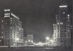 Berlin, Am Strausberger Platz bei Nacht, 1960. Fotograf unbekannt.