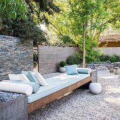 Low-water yard: Lounge area