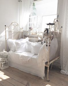 Shabby My day bed Instagram heaven_on_earth_toutou