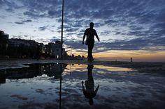 Reflexos da manhã na praia do Leblon. #amanhecer Foto: Thiago Lontra/ Agência O Globo