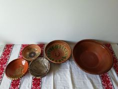 Vintage Handmade Ceramic Plate #Rustic #Terracotta #Pottery #FoodPhotoProps Vintage Farmhouse Decor, Vintage Kitchen Decor, Vintage Props, Vintage Wood, Rustic Cutting Boards, Rustic Stools, Primitive Kitchen Decor, Clay Bowl, Old Bottles