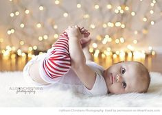 Christmas Photography Ideas via iHeartFaces.com - Photo by Allison Christians Photography