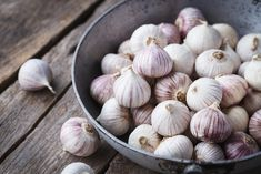 Solo garlics- Single garlic cloves by ThaiThu Plus Jamais, Fresh Avocado, Fruit Photography, Jamaican Recipes, Permaculture, Planting Succulents, Guacamole, Garlic, Ideas