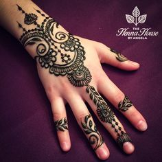 Simple Mehendi designs to kick start the ceremonial fun. If complex & elaborate henna patterns are a bit too much for you, then check out these simple Mehendi designs. Easy Mehndi Designs, Henna Hand Designs, Dulhan Mehndi Designs, Latest Mehndi Designs, Bridal Mehndi Designs, Mehandi Designs, Mehndi Designs Finger, Mehndi Designs For Girls, Mehndi Designs For Fingers