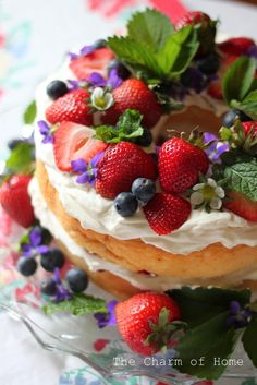 The Charm of Home: The Humble Angel Food Cake Embellished. So it's Cake (low fat cake) with healthy embellishments. Just Desserts, Delicious Desserts, Yummy Food, Food Cakes, Cupcake Cakes, Cake Recipes, Dessert Recipes, Naked Cake, Angel Food Cake