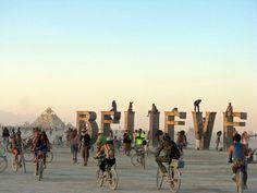 e ir:Burning Mané o lugar onde os seres humanos vão para fugirem das convenções da sociedade. Se você quer uma pausa do comum você pode, n...