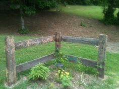 Corner Fence Made From Barn Lumber. Super Cute & Easy -www.booth555.com. . Link is fixed.