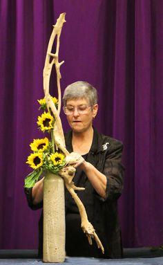 2018 Programs – OFAD Sunflower Floral Arrangements, Ikebana Flower Arrangement, Flower Vases, Church Flowers, Church Crafts, 2020 Design, Flower Show, Christmas Art, Flower Crafts
