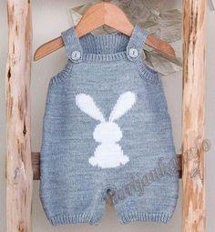 "Baby Knitting Patterns Romper Modèle combinaison jacquard layette - Modèles Layette - Phildar [ ""Modèle com. Baby Boy Knitting, Knitting For Kids, Baby Knitting Patterns, Baby Patterns, Baby Knits, Knit Baby Sweaters, Knitted Baby Clothes, Knitted Romper, Diy Romper"