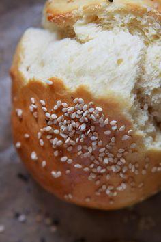 Das Suchen nach den perfekten Burger-Buns hat ein Ende: Die Brioche Burger Buns sind samtig weich, fein im Geschmack und lassen sich wunderbar rösten.